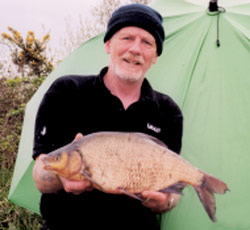 IRISH RECORD ROACH/BREAM: Roy Gretton and the 7lb record Roach/Bream hybrid, 24th of April, 2002